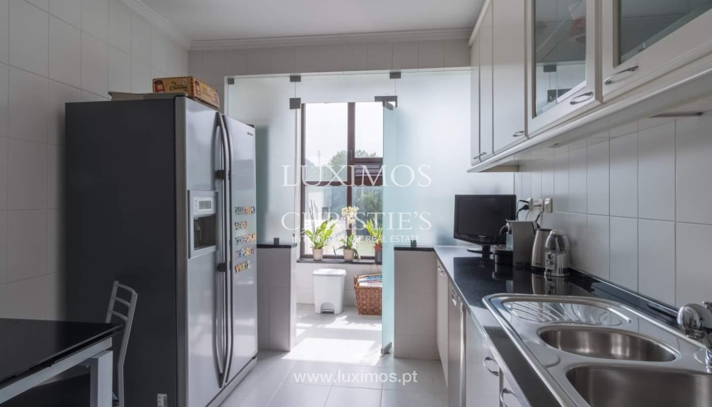 Apartamento con balcón, en una urbanización cerrada, Vila Nova de Gaia, Portugal_111565