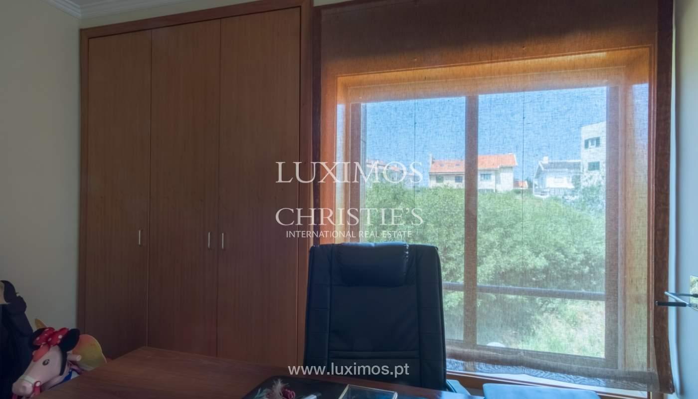 Apartamento con balcón, en una urbanización cerrada, Vila Nova de Gaia, Portugal_111579