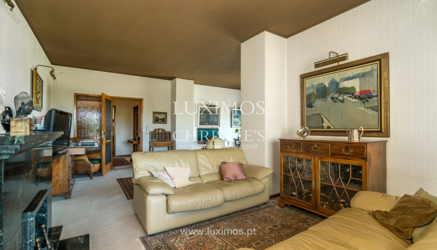 Sale: apartment w/ 3 fronts and views to City Park, Porto, Portugal_111981