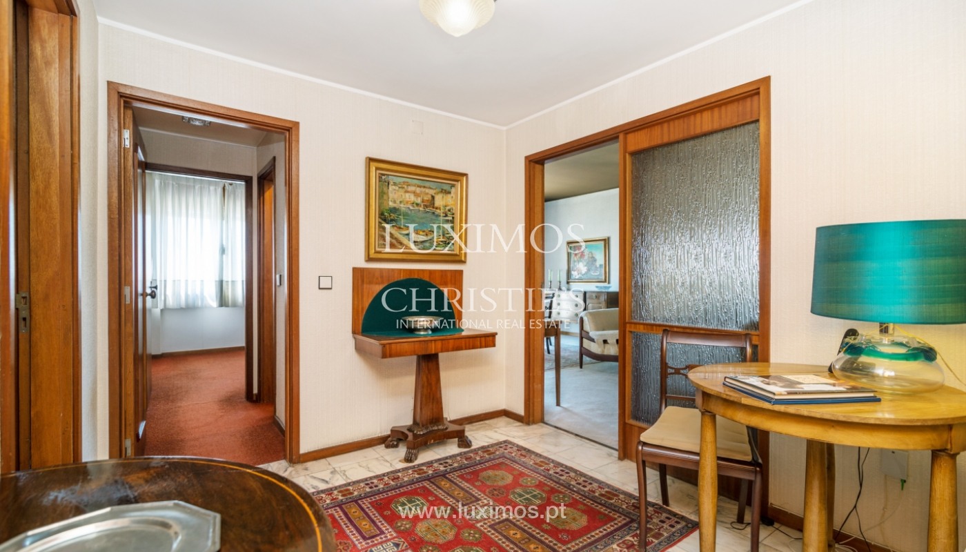 Sale: apartment w/ 3 fronts and views to City Park, Porto, Portugal_111982