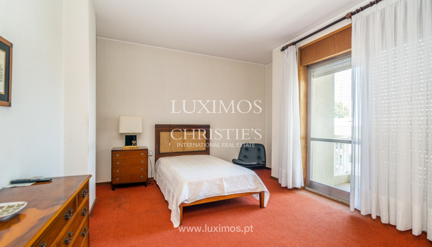 Sale: apartment w/ 3 fronts and views to City Park, Porto, Portugal_111988