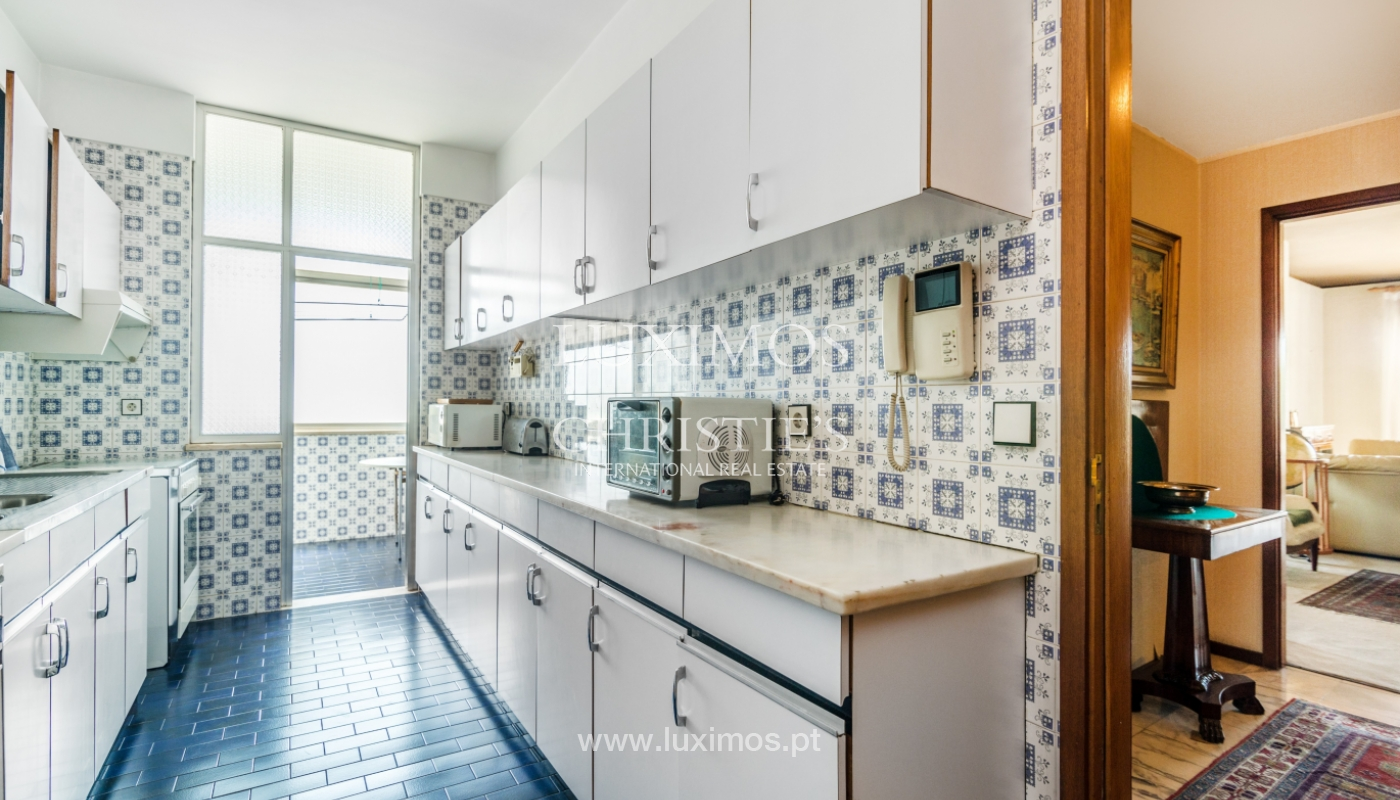 Sale: apartment w/ 3 fronts and views to City Park, Porto, Portugal_111998