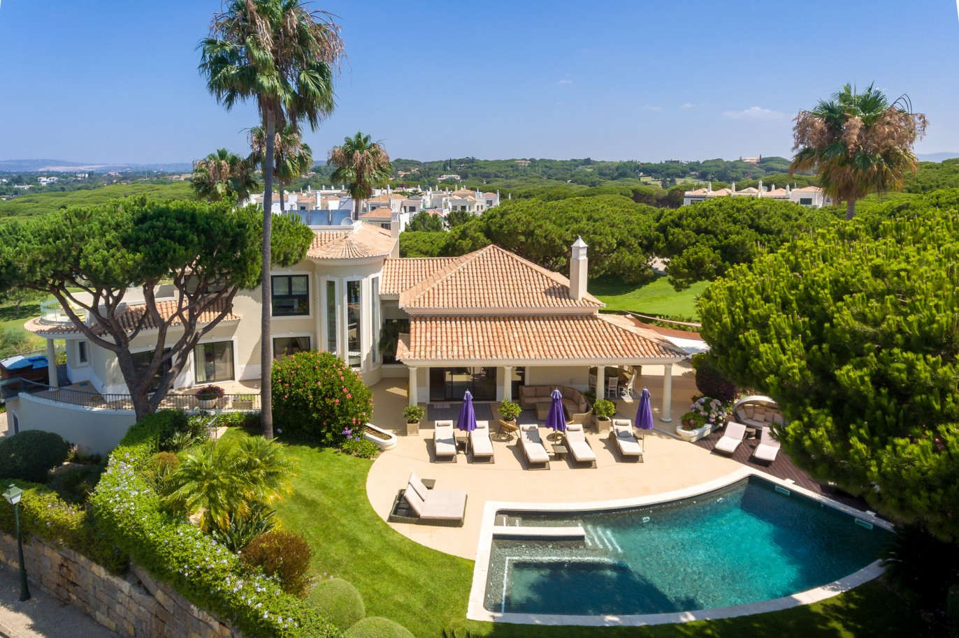 sale-of-villa-with-golf-view-in-vale-do-lobo-algarve-portugal