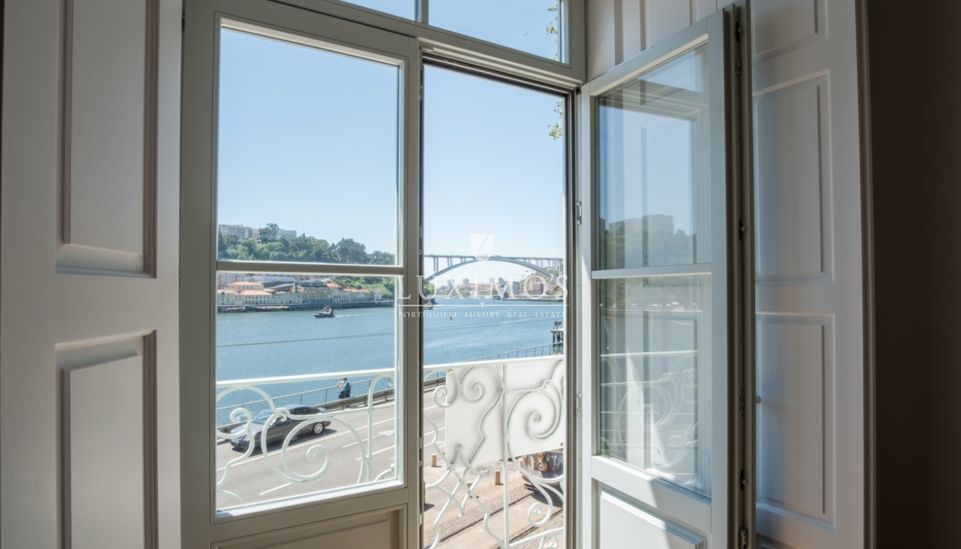Sale of apartment with balcony and fantastic river view, Porto, Portugal_113337