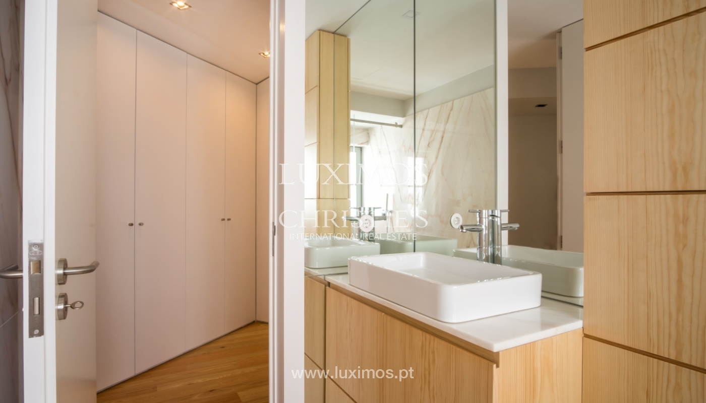 Sale of apartment with fantastic river view, Porto, Portugal_113351