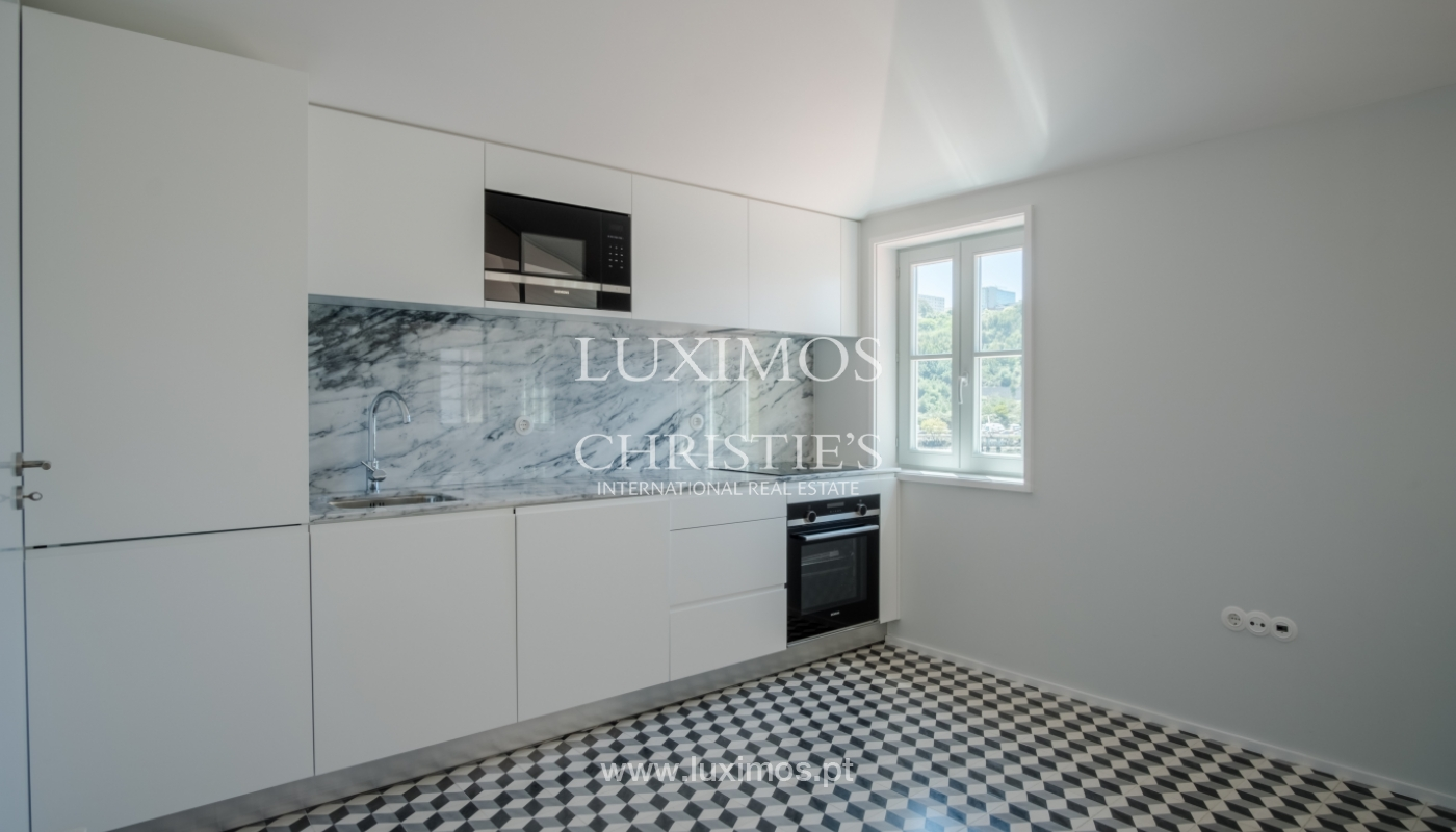 Sale of apartment with fantastic river view, Porto, Portugal_113368