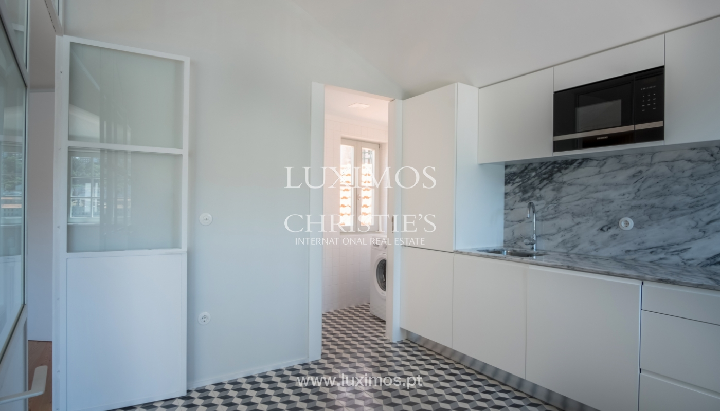 Sale of apartment with fantastic river view, Porto, Portugal_113371