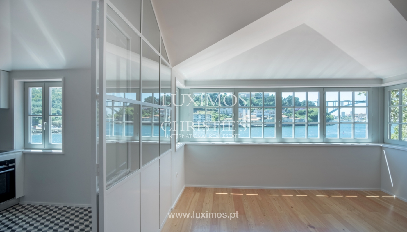Sale of apartment with fantastic river view, Porto, Portugal_113373