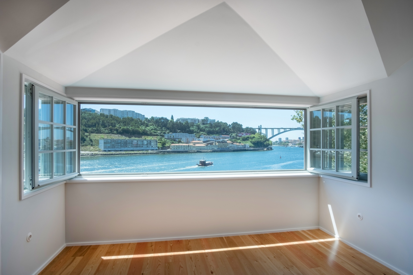 sale-of-apartment-with-fantastic-river-view-porto-portugal