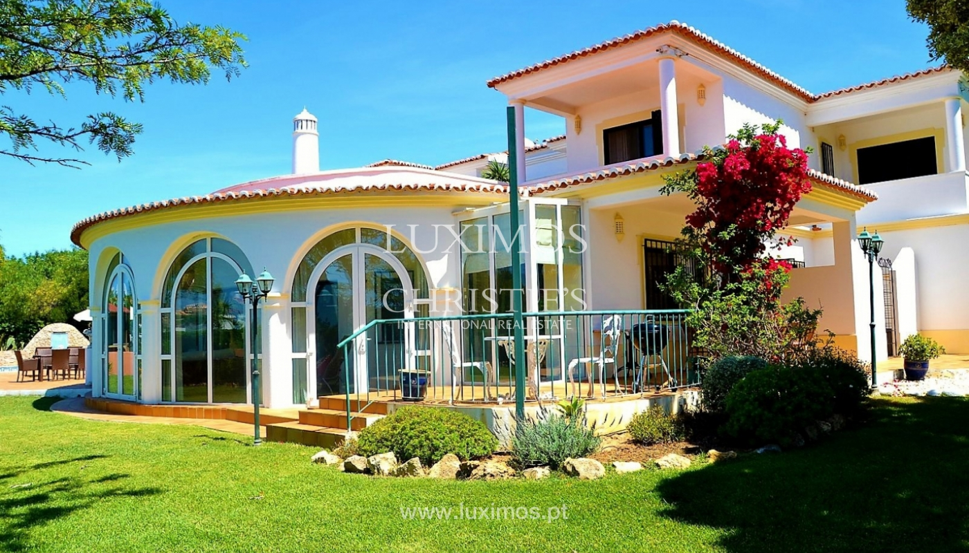 Sale of villa with swimming pool in Carvoeiro, Algarve, Portugal_113476