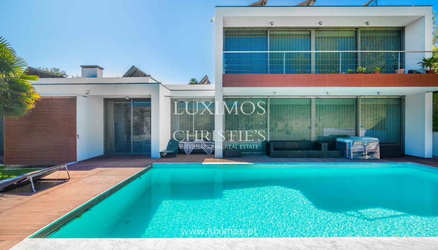 Sale of contemporary villa with garden and pool, V. N. Gaia, Portugal_118116