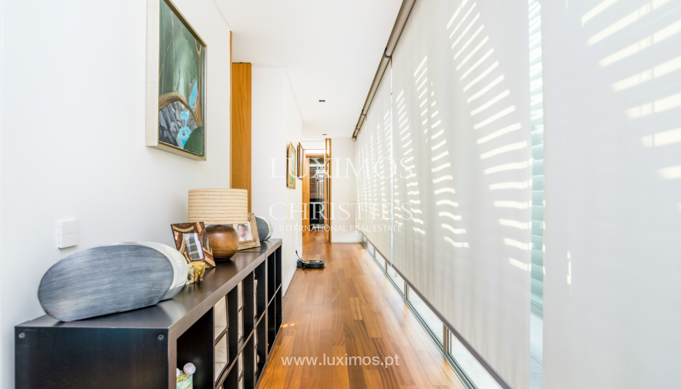 Sale of contemporary villa with garden and pool, V. N. Gaia, Portugal_118126