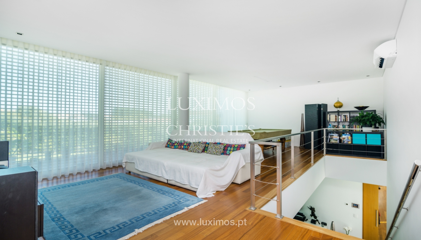 Sale of contemporary villa with garden and pool, V. N. Gaia, Portugal_118127