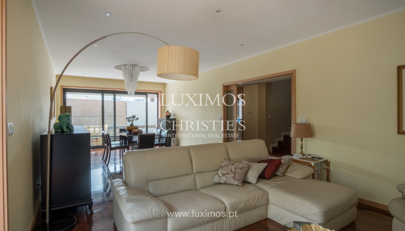 Sale of recently remodeled villa, with terrace, Porto, Portugal_120019