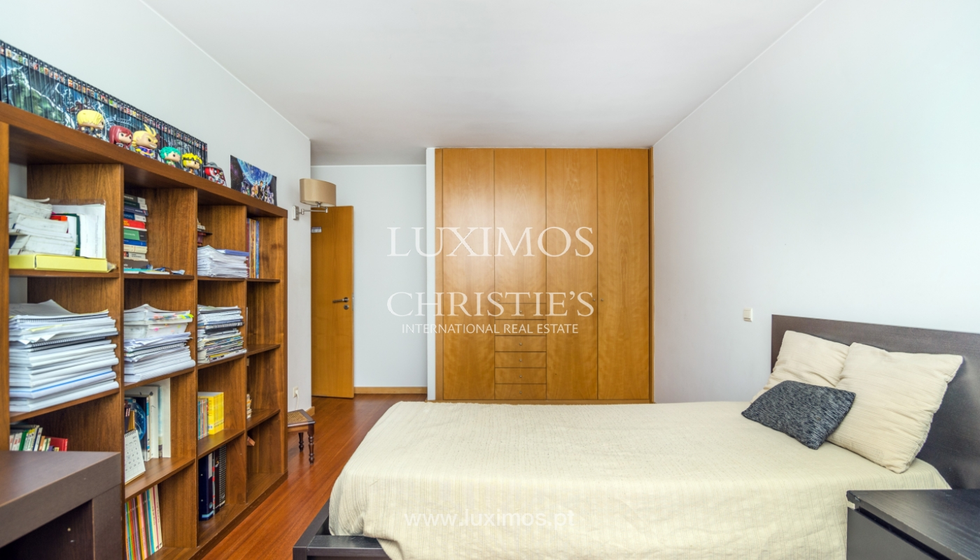 Sale of apartment in luxury condominium in Matosinhos Sul, Portugal_120181