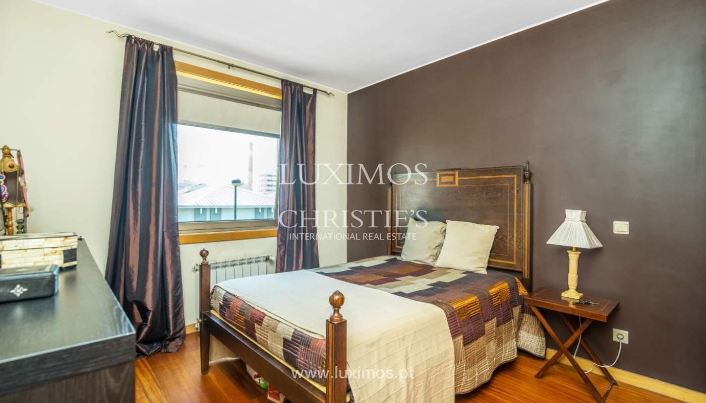 Sale of apartment in luxury condominium in Matosinhos Sul, Portugal_120186