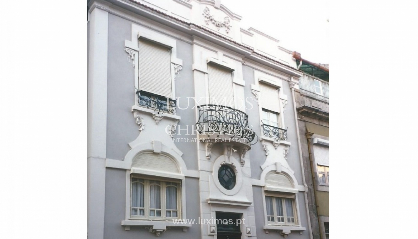 Building of three fronts, with patio, Porto, Portugal_120683