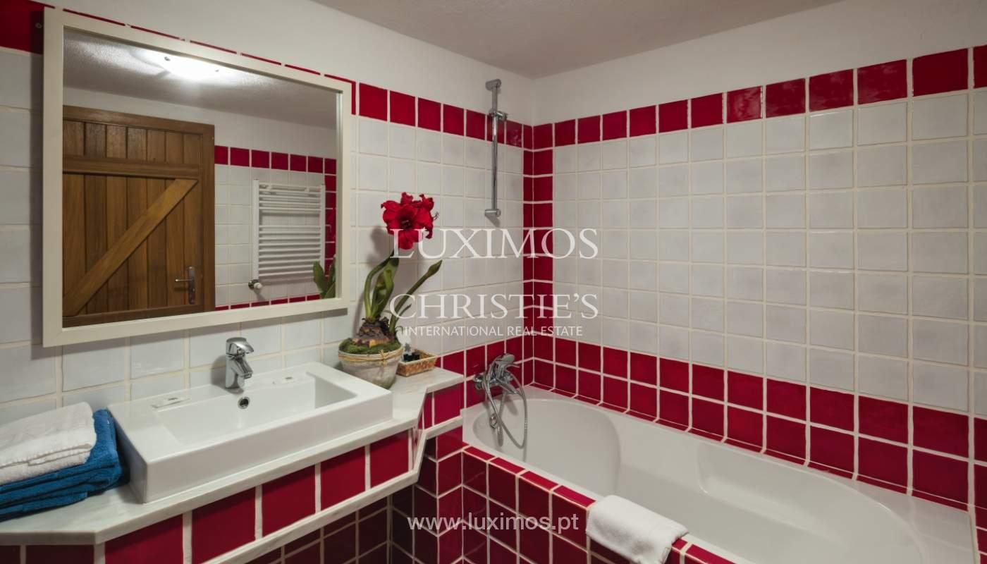 Verkauf von Haus mit Garten und pool, nahe dem Strand, Lagos, Algarve, Portugal_122023