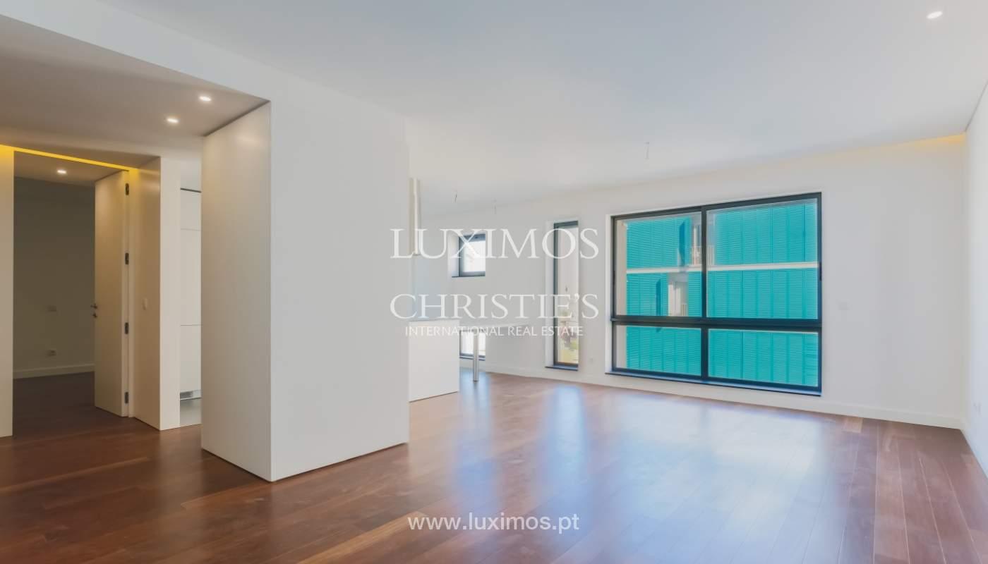 Sale of apartment in central location, Boavista, Porto, Portugal_122271