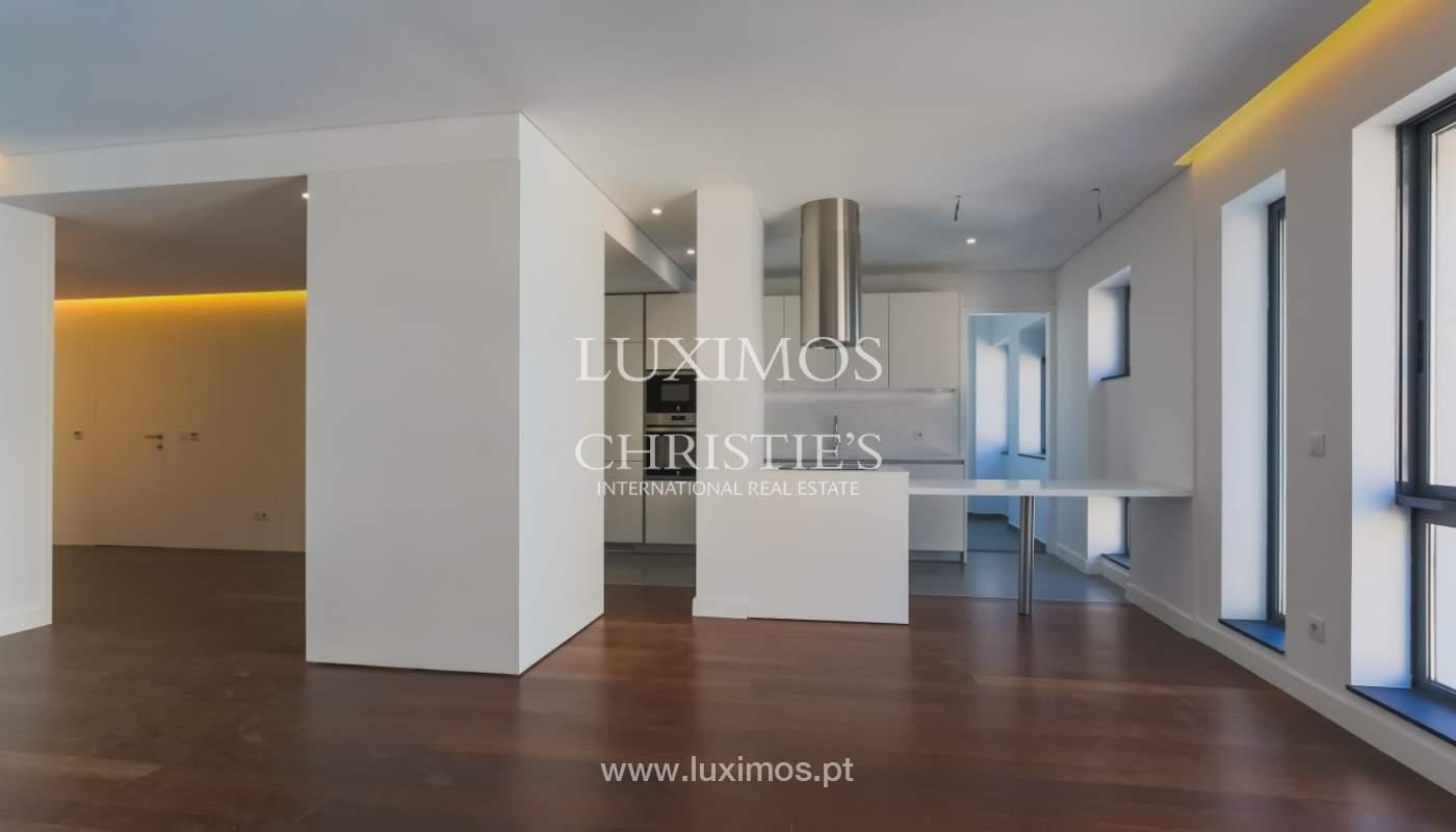 Sale of apartment in central location, Boavista, Porto, Portugal_122272