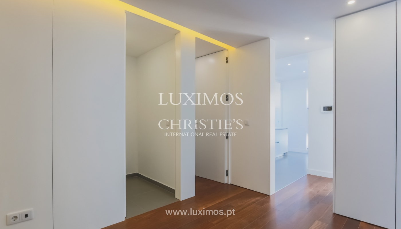 Sale of apartment in central location, Boavista, Porto, Portugal_122273