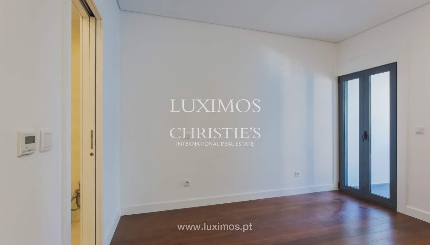 Sale of apartment in central location, Boavista, Porto, Portugal_122276