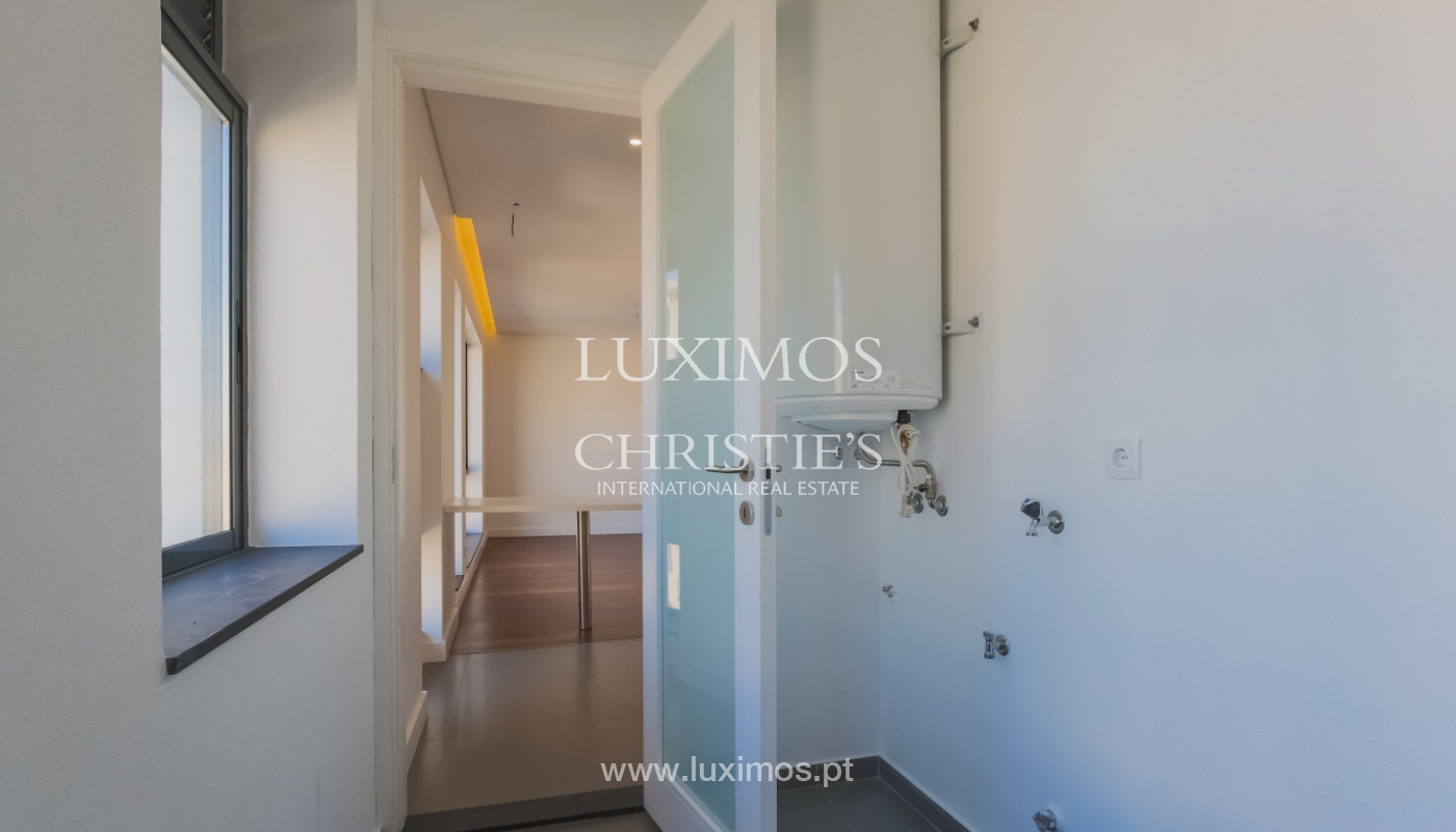 Sale of apartment in central location, Boavista, Porto, Portugal_122278