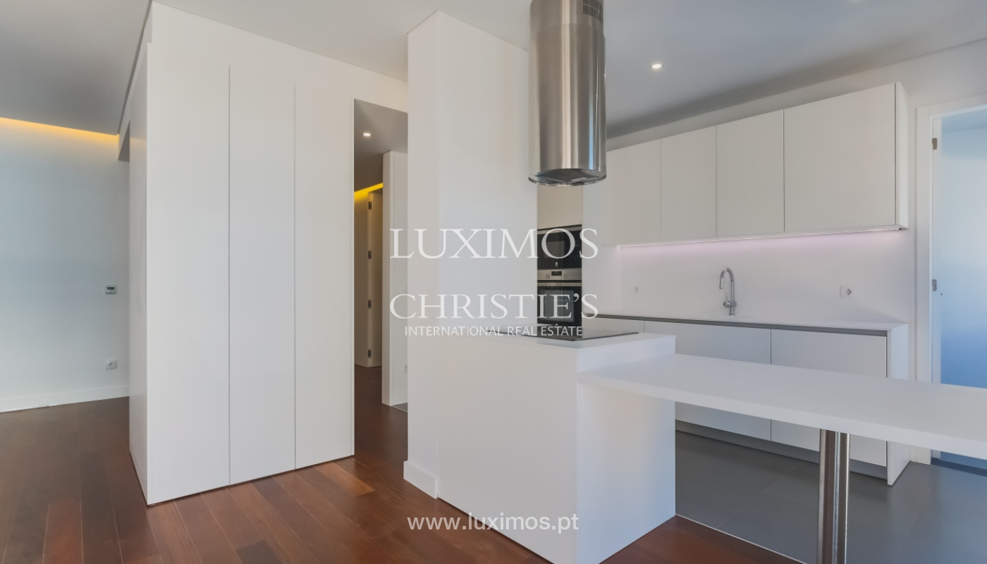 Sale of apartment in central location, Boavista, Porto, Portugal_122281