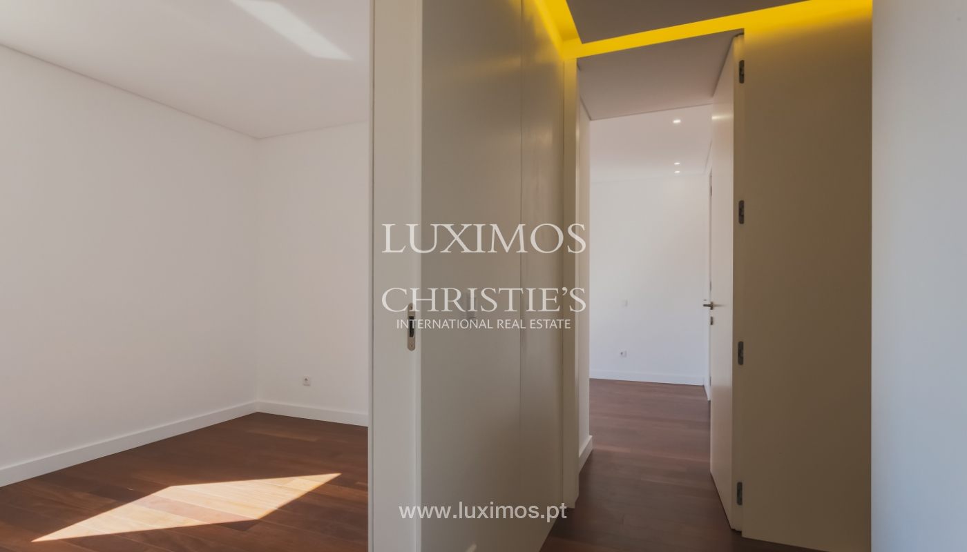 Sale of apartment in central location, Boavista, Porto, Portugal_122287