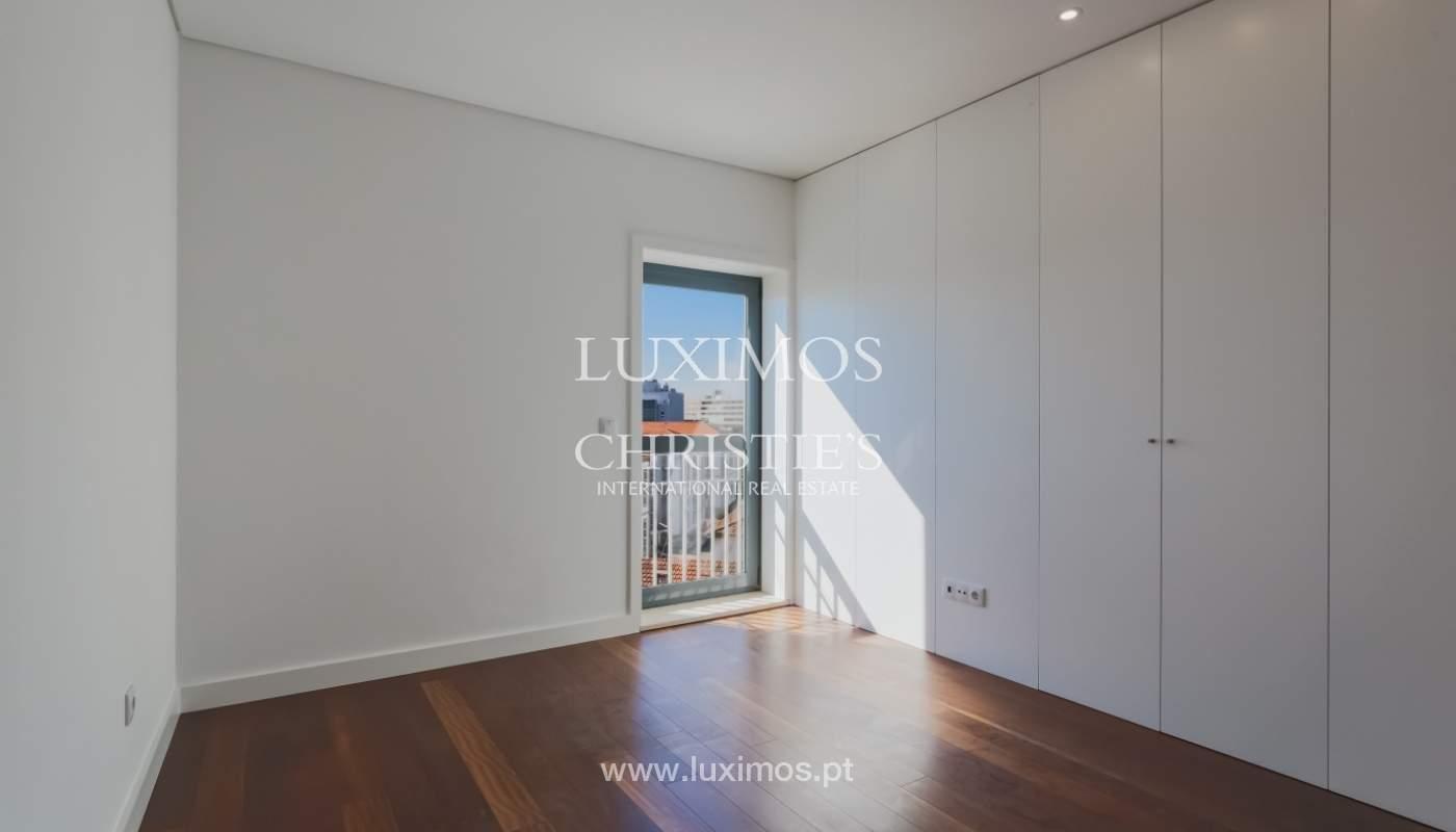 Sale of apartment in central location, Boavista, Porto, Portugal_122288