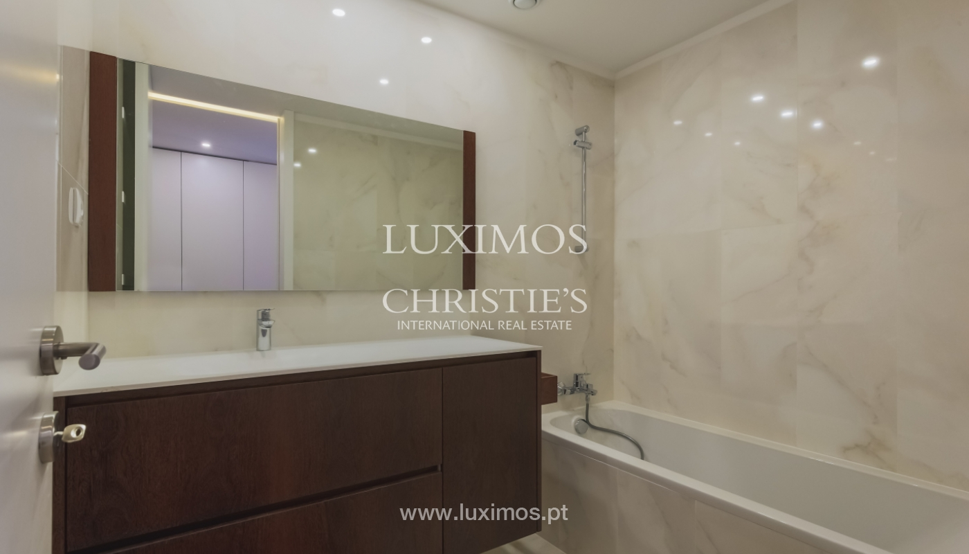 Sale of apartment in central location, Boavista, Porto, Portugal_122292