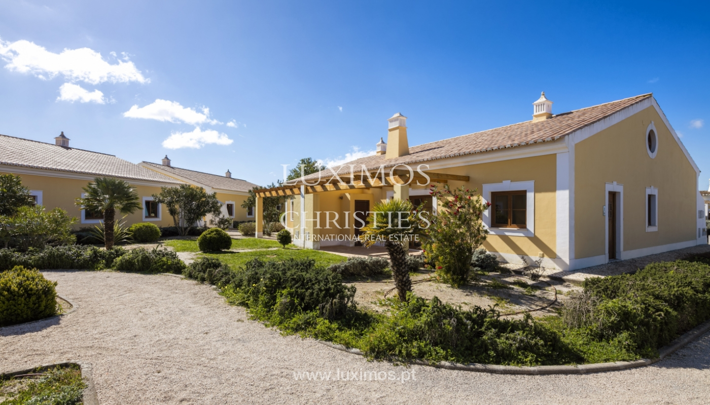 Villa for sale with pool and garden, near the beach, Algarve, Portugal_122389