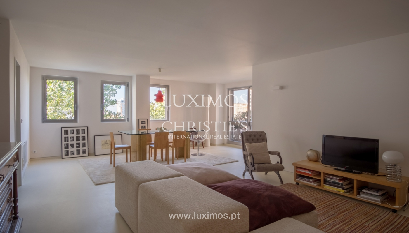 Sale of renovated apartment, with balcony, Porto Portugal_122523