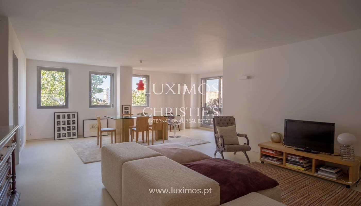 Venda de apartamento remodelado, com varanda, Lordelo do Ouro, Porto_122523