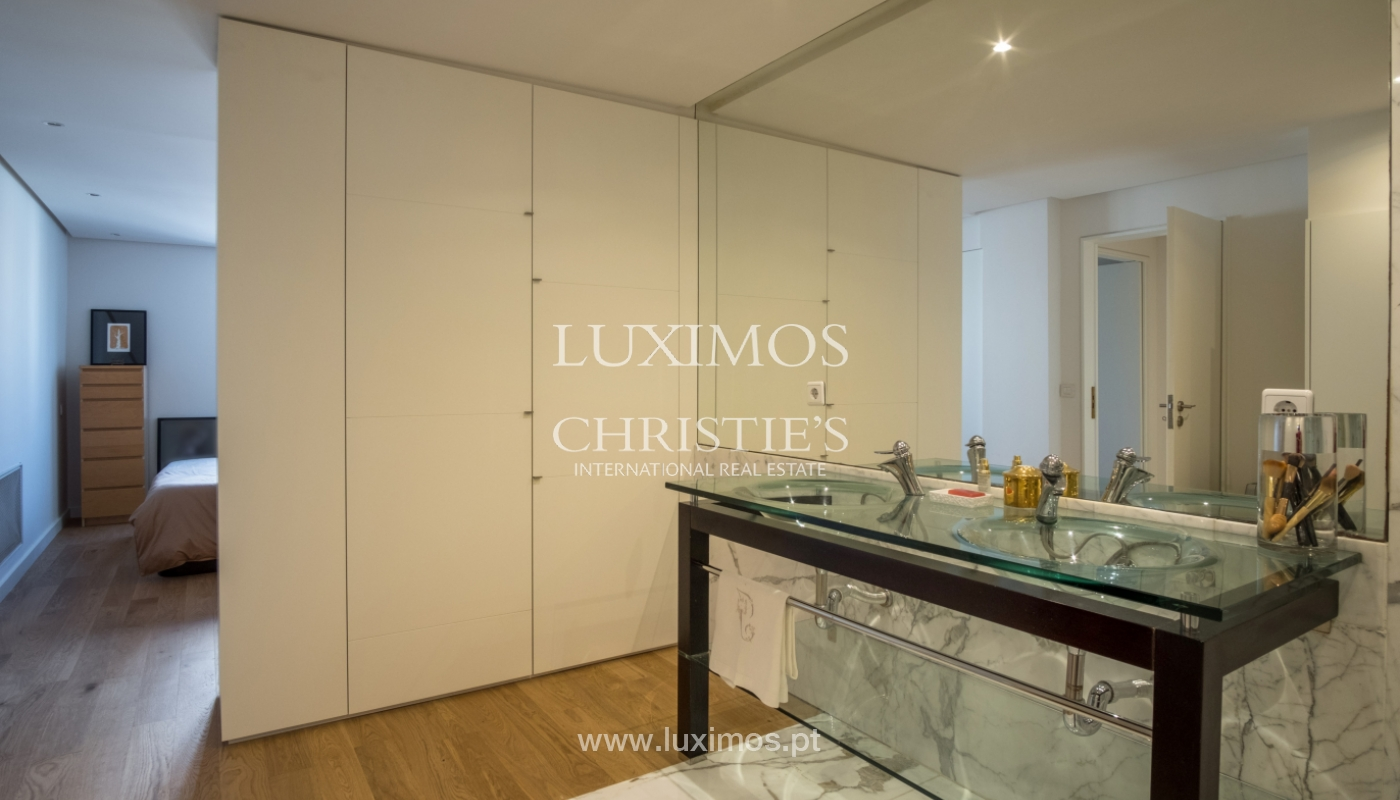 Sale of renovated apartment, with balcony, Porto Portugal_122545