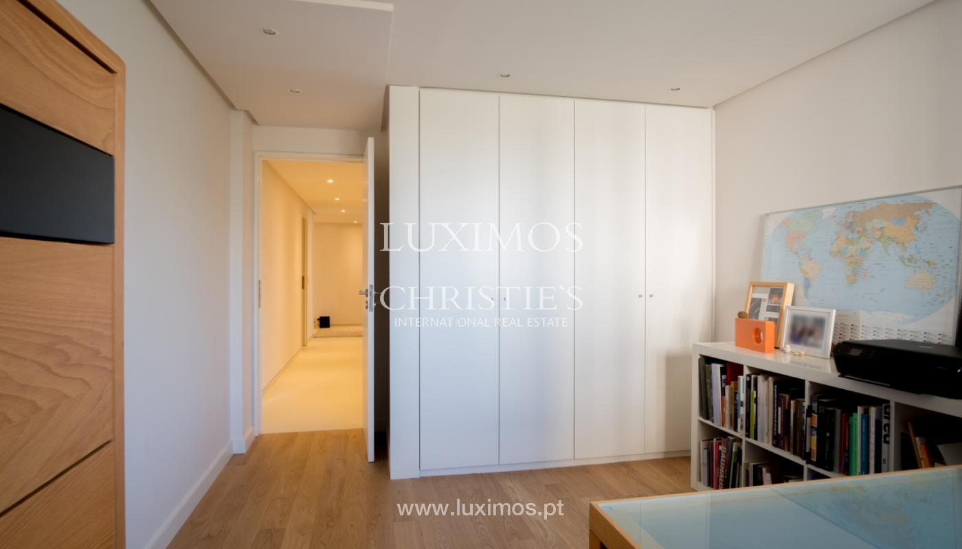 Sale of renovated apartment, with balcony, Porto Portugal_122550