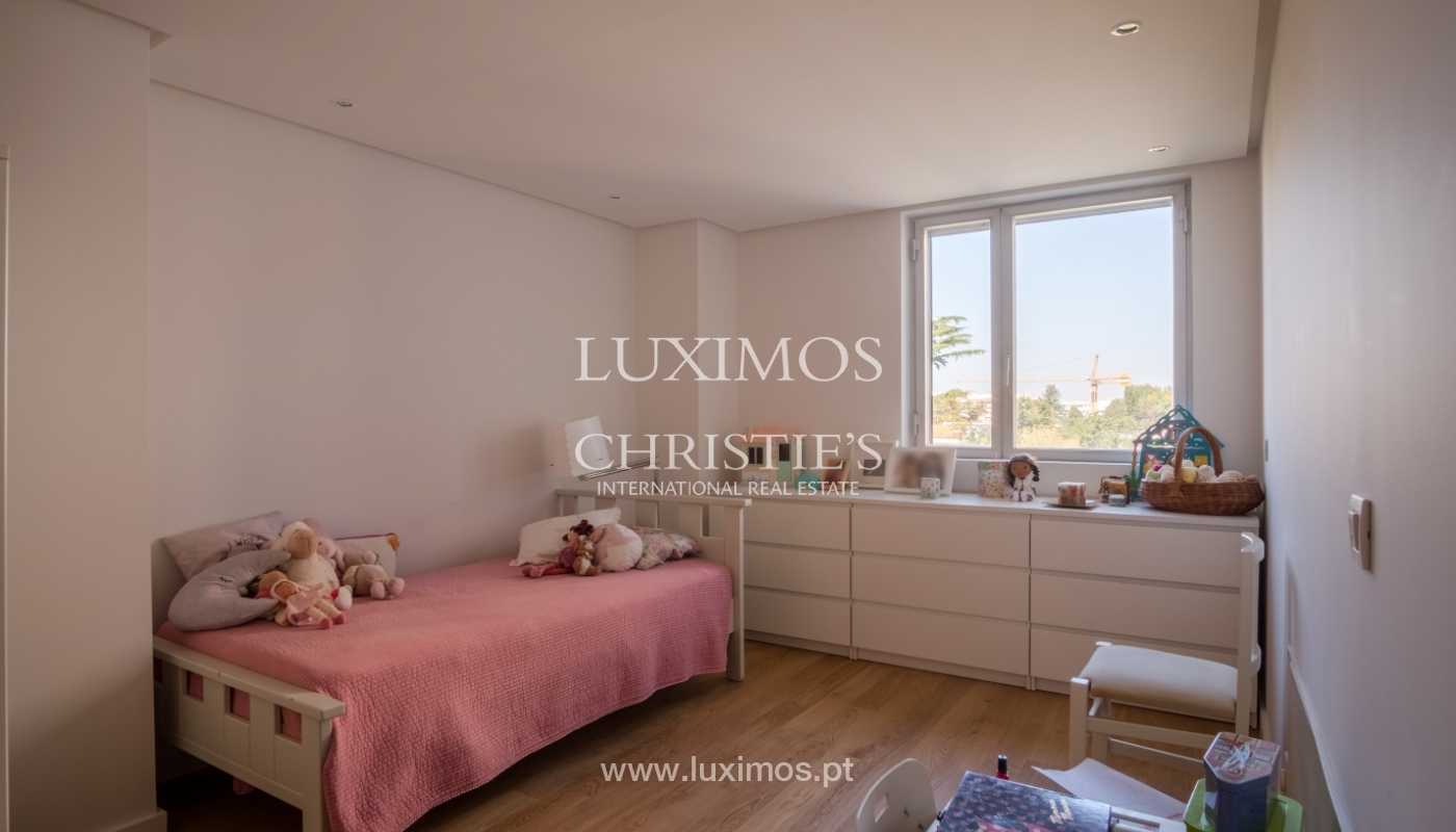 Sale of renovated apartment, with balcony, Porto Portugal_122551