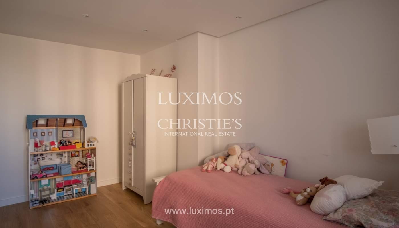 Venda de apartamento remodelado, com varanda, Lordelo do Ouro, Porto_122552
