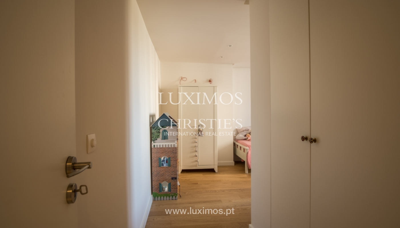 Sale of renovated apartment, with balcony, Porto Portugal_122554