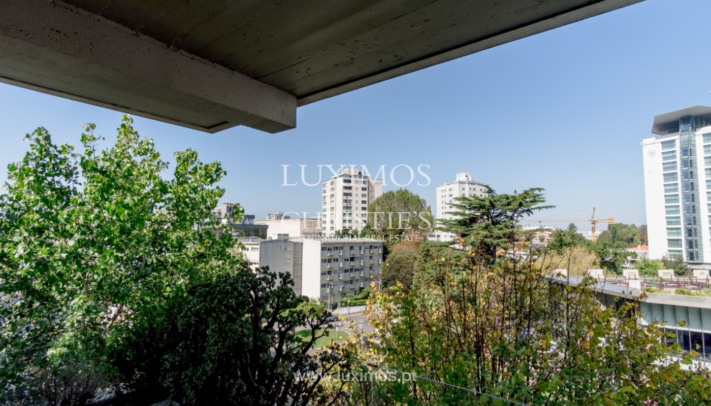 Sale of renovated apartment, with balcony, Porto Portugal_122556