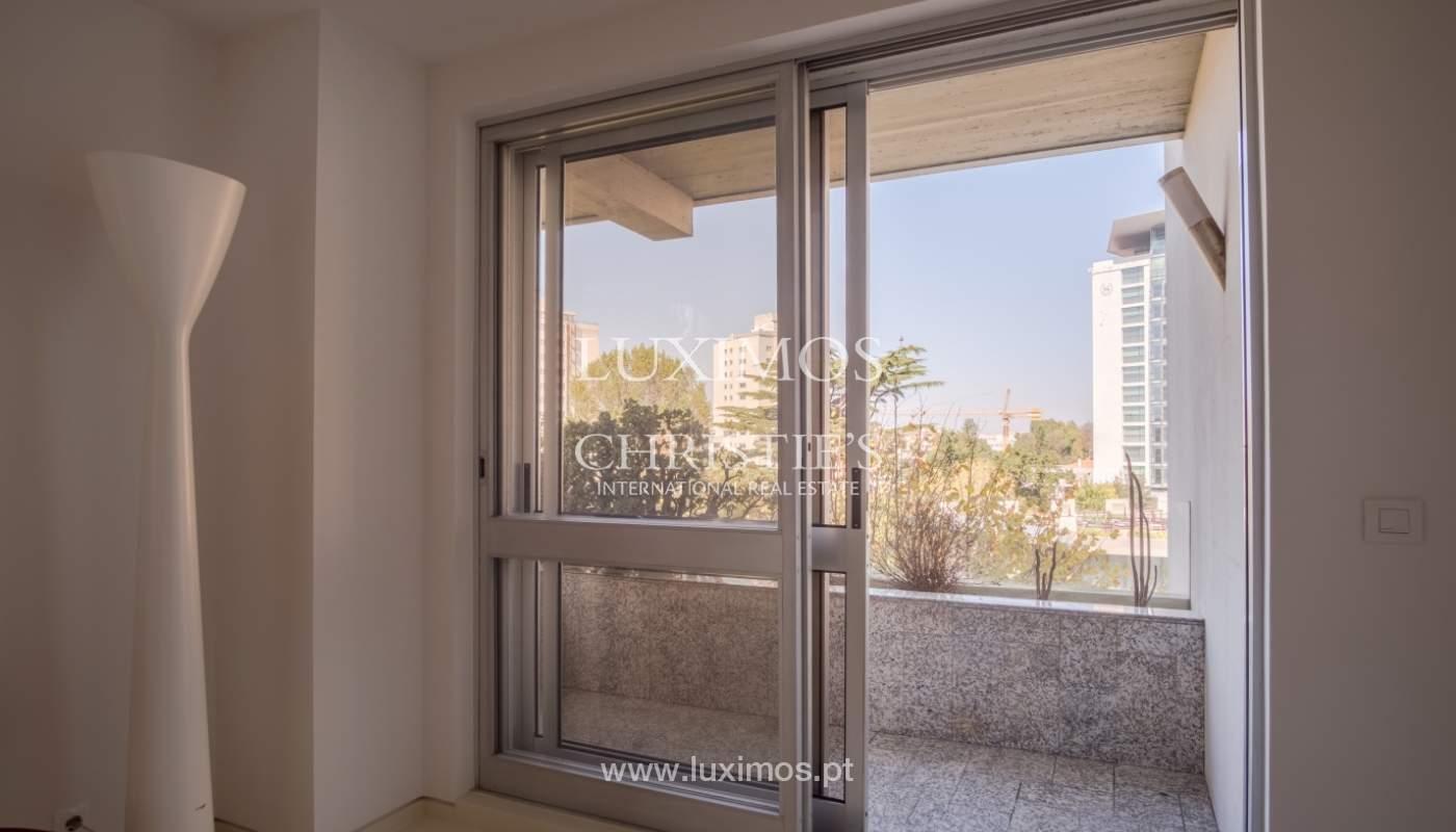 Venda de apartamento remodelado, com varanda, Lordelo do Ouro, Porto_122557