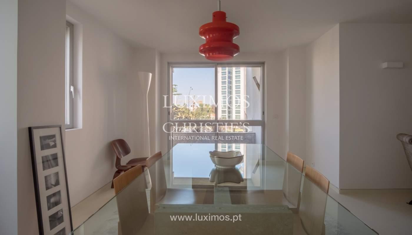 Venda de apartamento remodelado, com varanda, Lordelo do Ouro, Porto_122559
