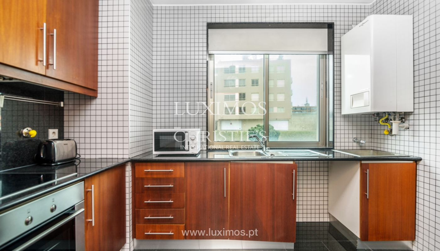 Sale of apartment with sea views, Leça da Palmeira, Portugal_122970