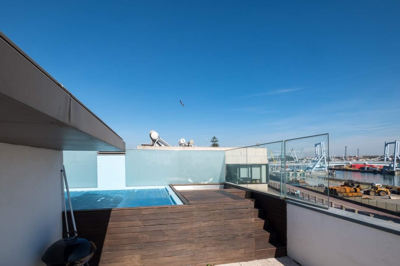 venda-de-moradia-com-piscina-terraco-e-vistas-rio-leca-da-palmeira
