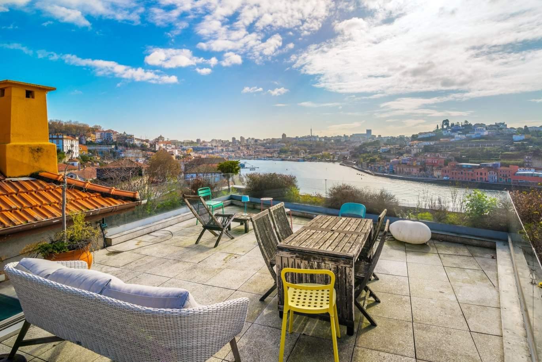 venda-de-moradia-de-3-pisos-com-vistas-rio-baixa-do-porto