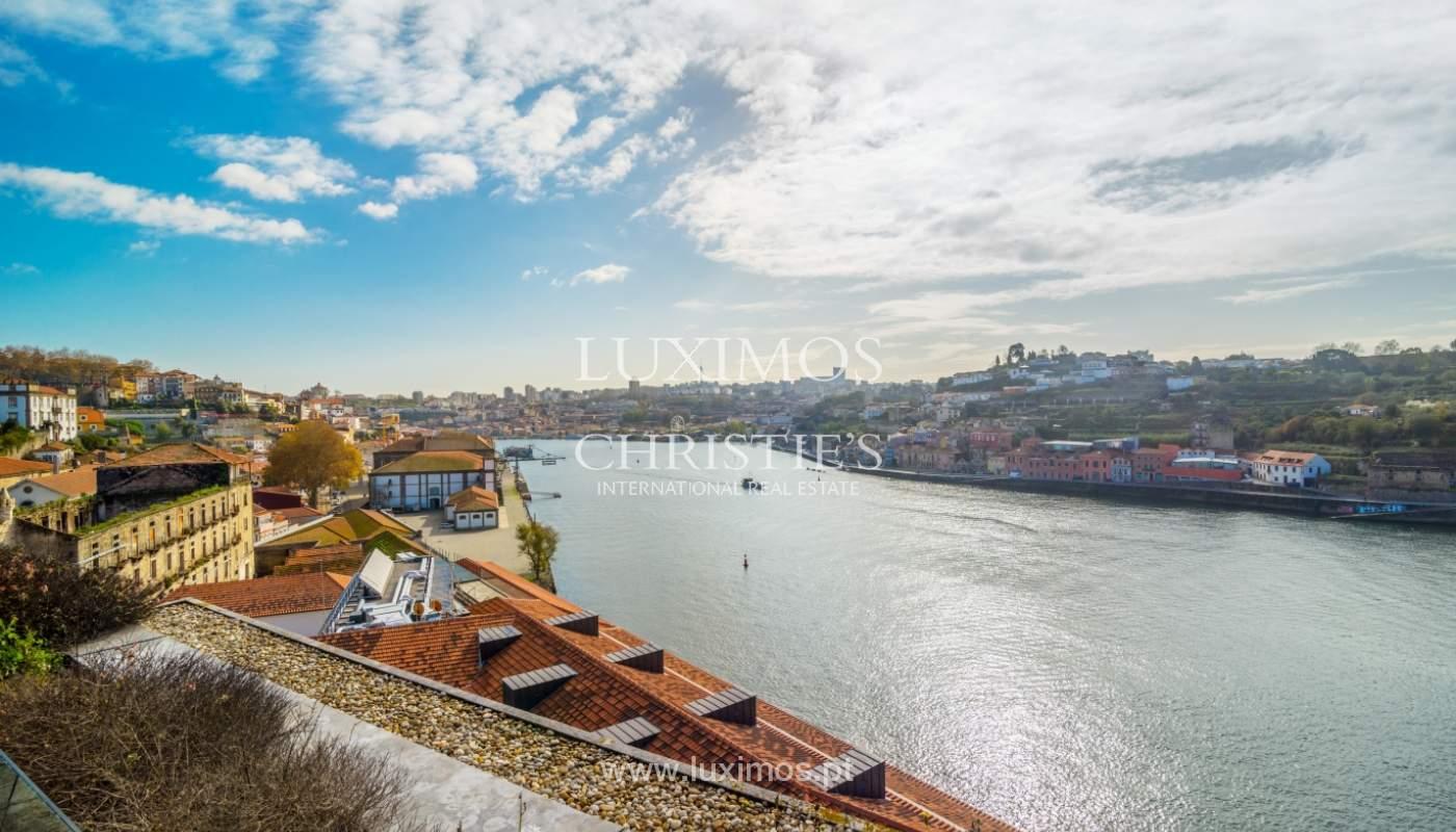 Venda de moradia de 3 pisos, com vistas rio, Baixa do Porto_125460