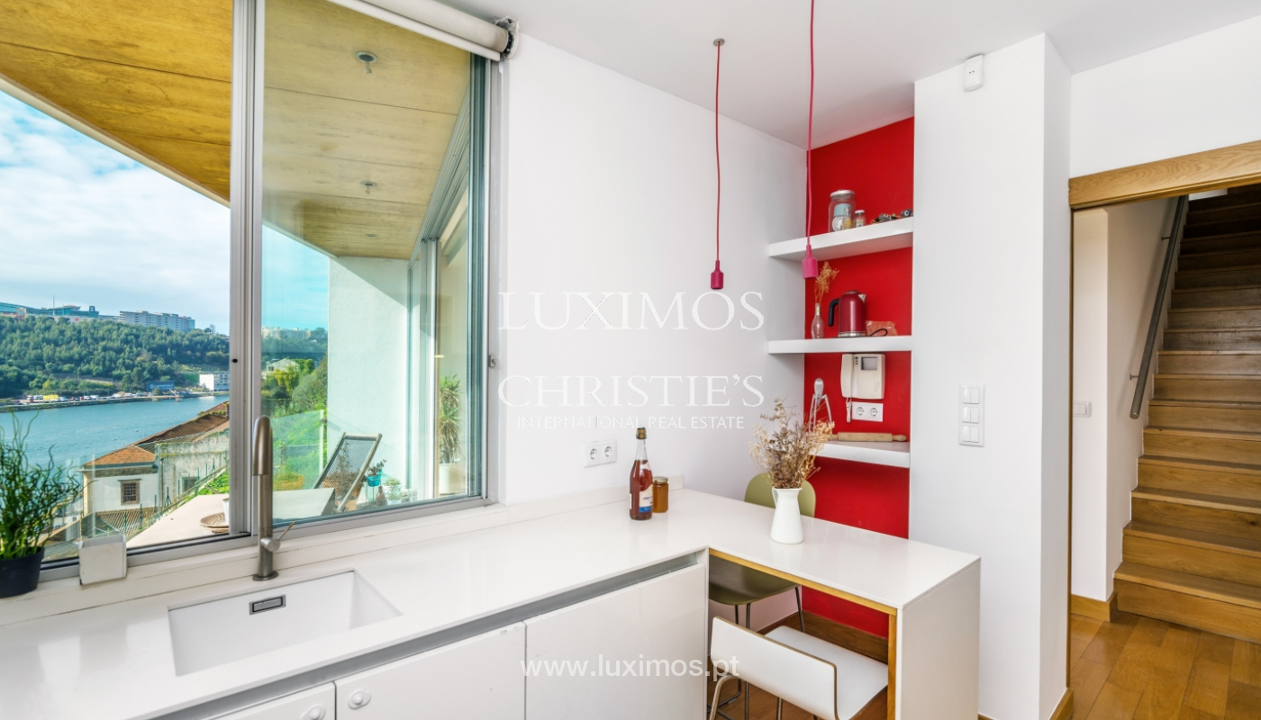 Venda de moradia de 3 pisos, com vistas rio, Baixa do Porto_125462