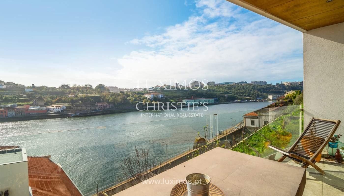 Venda de moradia de 3 pisos, com vistas rio, Baixa do Porto_125466