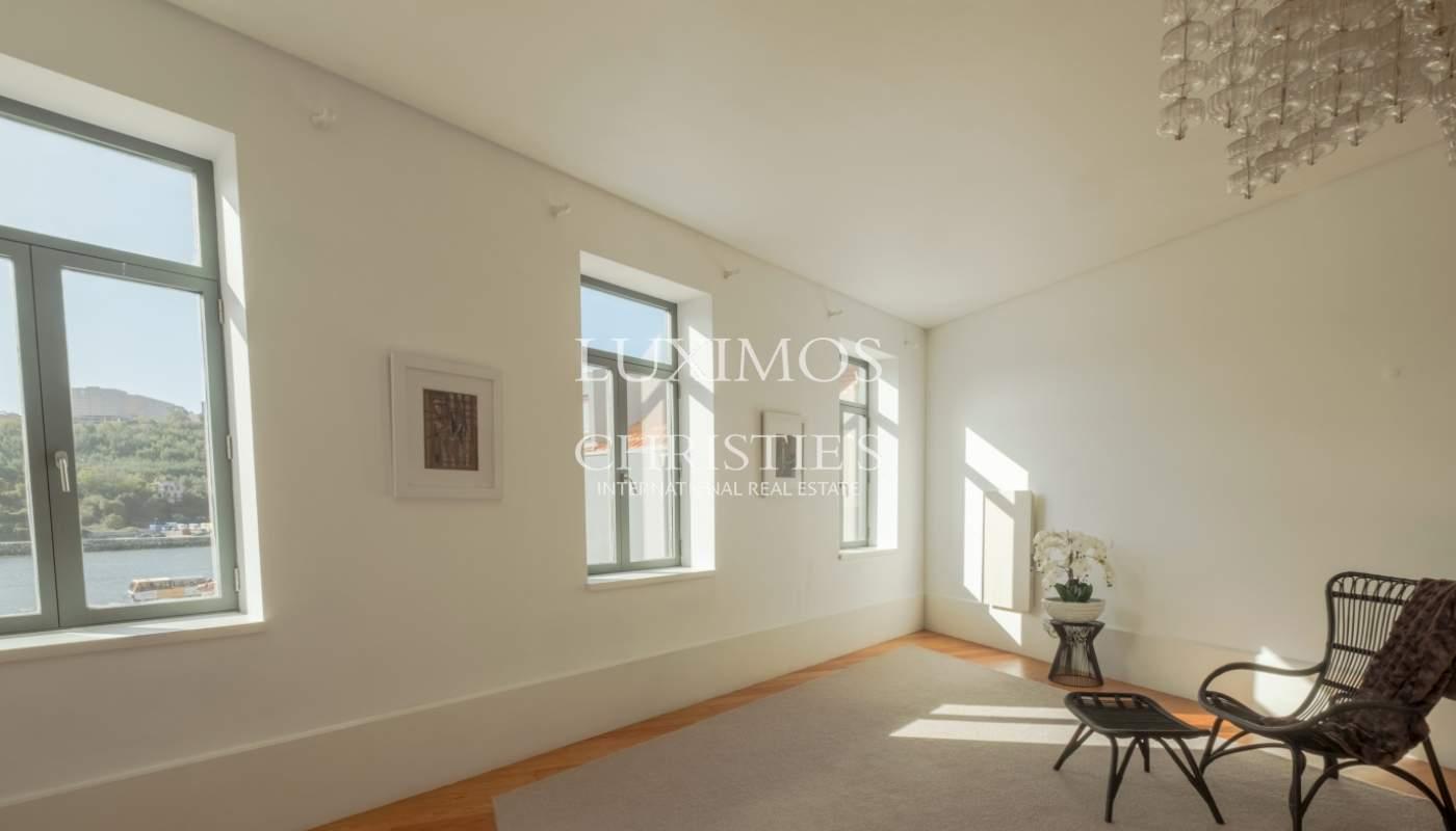 Venta de apartamento renovado con vistas al río en el centro histórico de Oporto_125607
