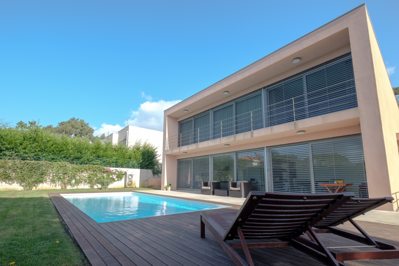 luxury-villa-for-sale-with-garden-and-pool-lavra-matosinhos-portugal